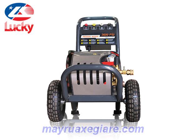máy phun nước rửa xe ô tô