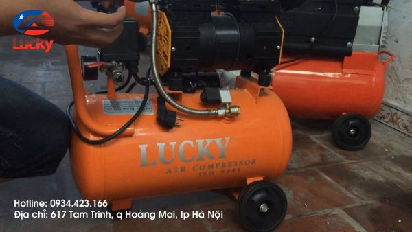 máy nén khí xịt vệ sinh xe