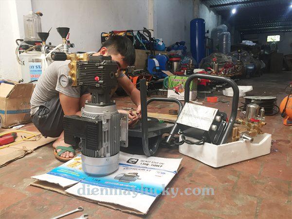 cách chỉnh áp suất máy rửa xe máy mini