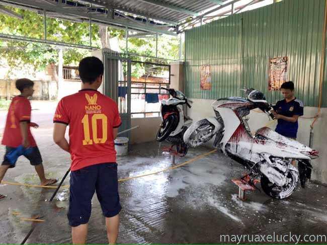 thiết bị rửa xe máy